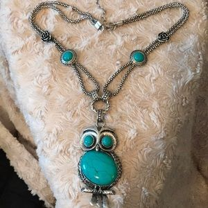 Jewelry - Detailed owl fashionable statement necklace!